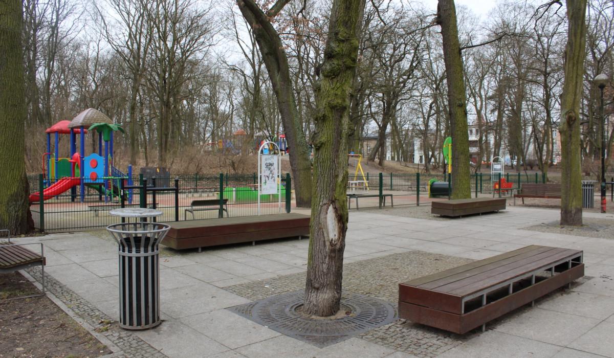 Toruń - place zabaw 50szt